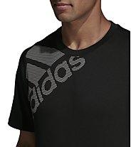 adidas Freelift Sport Graphic Tee Badge of Sport - T-Shirt - Herren, Black