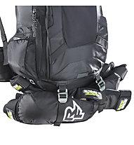 Evoc FR Trail Unlimited - Rucksack MTB mit Rückenprotektor, Black/White