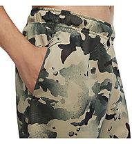 Nike Dri-FIT M's Camo Training - pantaloni corti fitness - uomo, Dark Green