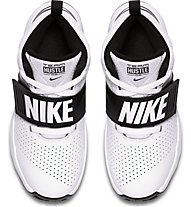 Nike Team Hustle D8 (GS) - Basketballschuh - Kinder, White/Black